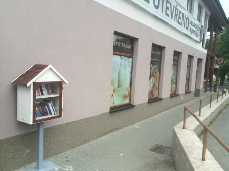 OBRÁZEK : knihobudka_celek.jpg